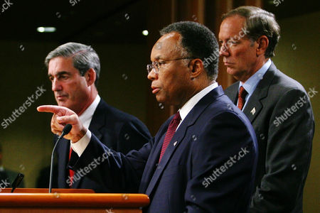 MUELLER THOMPSON PATAKI FBI Director Robert Mueller (left) and New York governor George Pataki (right) listens to Deputy Attorney General Larry Thompson as he gestures during press conference at Justice Department in Washington on