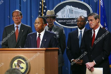 MUELLER THOMPSON PATAKI Deputy Attorney General Larry Thompson, center, accompanied by New York Gov. George Pataki, left, Superintendent of New York State Police James McMann, US Attorney for Western District of New York Mike Battle and FBI Director Robert Mueller, right, announces at the Justice Department in Washington arrest of five US citizens from a Buffalo, N.Y., suburb who allegedly received weapons training at an al-Qaida camp visited by Osama bin Laden