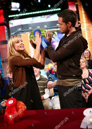 Kristen Bell and host Damien Fahey