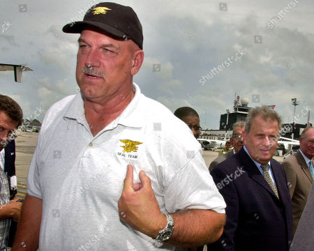 VENTURA ALVAREZ Minnesota Gov. Jesse Ventura, speaks with the press upon his arrival in Havana, as Pedro Alvarez, head of the Cuban food import concern Alimport, right, looks on . Ventura is expected to attend the upcoming U.S. agribusiness expo