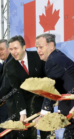 Stock Image of CHRETIEN WOWEREIT Canadian Prime Minister Jean Chretien, right, and Berlin Mayor Klaus Wowereit, left, use their spades during the groundbreaking ceremony for Canada's new Embassy building in the German capital Berlin on Monday, Feb.18, 2002