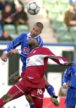 LANTZ WEST Nigerian Taribo West of Kaiserslautern, front, and Swedish Marcus Lantz of Rostock are fighting for the ball during the First League soccer match Hansa Rostock vs 1. FC Kaiserslautern in the Ostsee Stadium in Rostock, eastern Germany