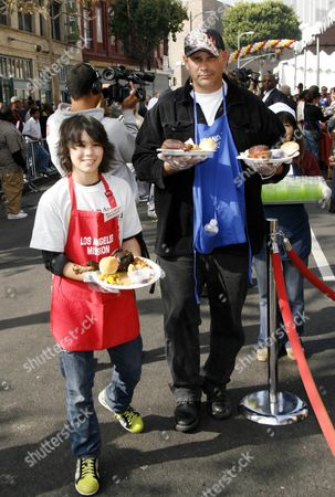 Editorial photo of Stars serving Thanksgiving meals to the homeless, Los Angeles, America - 21 Nov 2007