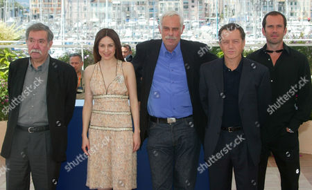 "RUIZ French director Raoul Ruiz, left, poses with his French actress Elsa Zylberstein, Swiss actor Jean Luc Bideau, French actors Bernard Giraudeau and Christian Vadim, during the photocall of their film ""Ce jour la"" in competition at the 56th Film Festival in Cannes, France"
