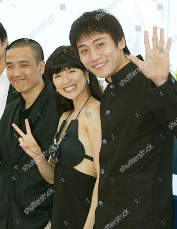 "LIU ZAHNG LOU Chinese actors Liu Ye, right, and Zahng Zi Yi, center, pose with Chinese director Lou Ye, left, for their film ""Purple Butterfly,"" in competition at the 56th Film Festival in Cannes, France, during a photo call"