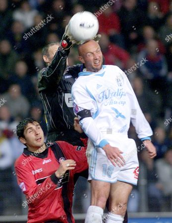 LEBOEUF DURAND ESCUDE Franck Leboeuf of Marseille, right, goes up against goalie Eric Durand, center, and Julien Escude of Rennes, during their first division championship soccer match, in Rennes, western France