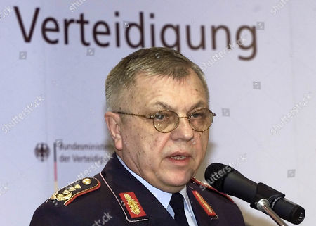 KUJAT PRESSEKONFERENZ Chief of Staff of the German armed forces Harald Kujat announces during a press conference at the Defense ministry in Berlin, that two German soldiers died as they tried to defuse anti-aircraft missiles in Kabul. Three Danish soldiers also died in the incident.Sign in background reads 'Defense
