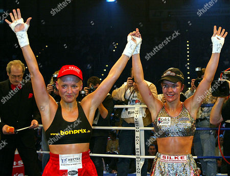 LANG WEICKENMEIER Germans Daisy Lang, left, and Silke Weickenmeier after fighting for the featherweight GBU World Championships title at the Grugahalle hall in Essen, western Germany, Saturday Jan.18,2003. The match ended in a tie