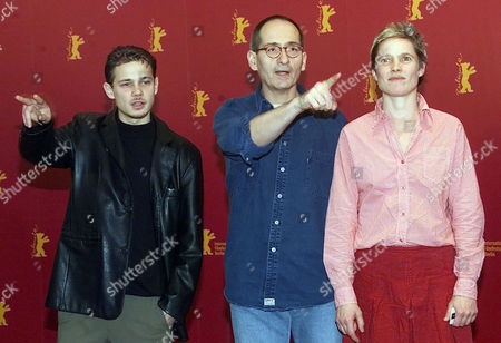 """WANNEK GRAF EICHHORN German actor Antonio Wannek, director Dominik Graf, and actress Karoline Eichhorn, from left, pose during a photo call prior to a press conference about their new film """"Der Felsen (A Map of the Heart)"""" running in the competition at the 52nd Berlinale Film Festival in Berlin on"""