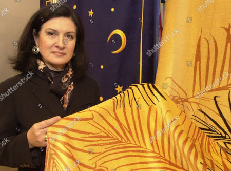 """PALOMA PICASSO French designer Paloma Picasso, daughter of famous painter Pablo Picasso presents a beach towel of her collection at the Home Fashion Fair """"Heimtextil"""" in Frankfurt, Germany"""