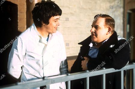 RICHARD BECKINSALE AND RONNIE BARKER IN 'PORRIDGE' TV