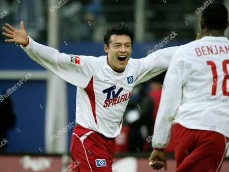 CARDOSO BENYAMIN Hamburg's soccer player Rodolfo Cardoso from Argentina, left, and Hamburg's Collin Benyamin from Namibia, right, celebrate after the first goal of Hamburg at the first soccer division match between Hamburger SV and VfL Wolfsburg in Hamburg's AOL Arena on