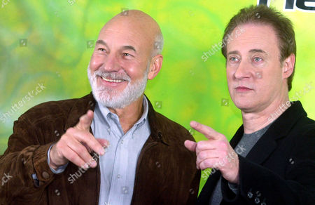 """STEWART SPINER Actors Patrick Stewart, of Britain, left, who plays the part of Captain Jean-Luc Picard, and Brent Spiner, of the U.S., right, who plays android, Commander Data, pose during a photo-call to promote the new film """"Nemesis"""", the 10th of the """"Star Trek"""" movie series in Berlin, . The latest """"Star Trek"""" movie will be screened in German cinemas from Jan. 16, 2003"""