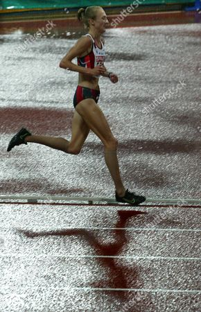 RADCLIFFE RAIN Paula Radcliffe of Great Britain runs with her shadow through drizzling rain to win the women,s 10,000 meter race at the European Athletic Championships in Munich, southern Germany