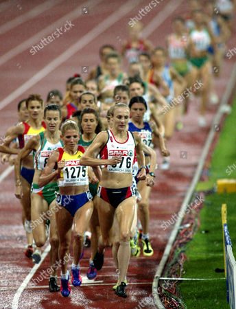RADCLIFFE PACK Paula Radcliffe of Great Britain leads the pack to win the women,s 10,000 meter race at the European Athletic Championships in Munich, southern Germany