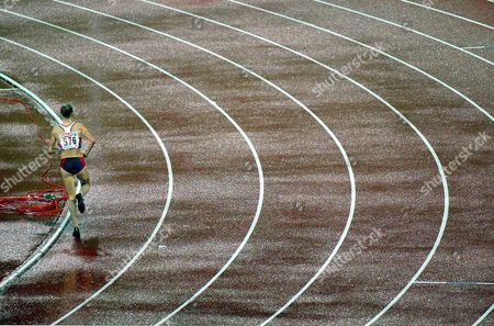 Britain's Paula Radcliffe runs alone after breaking clear of the field in the women's 10,000 meters final during the European Athletics Championships in the Olympic Stadium in Munich, Germany