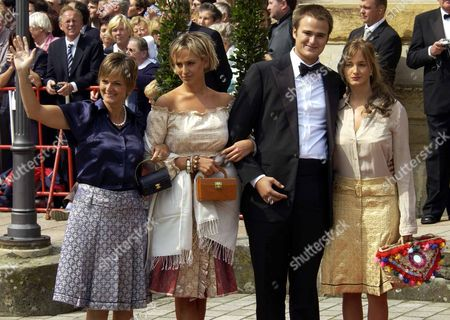 """RICHARD-WAGNER-FESTIVAL German Gloria von Thurn und Taxis, left, and her daughters Elisabeth and Maria Theresia and unidentified boyfriend, gesture at the opening ceremony of the famous Richard Wagner-Opera Festival on Thursday, July, 25, 2002, in Bayreuth, Germany. The opera starts with the """"Tannhaeuser"""" play and last till the 28. of August 2002"""
