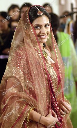 BEDI Popular Indian television star Mandira Bedi displays a creation by Indian designer Shobha Somani, during a fashion show in Bombay, India
