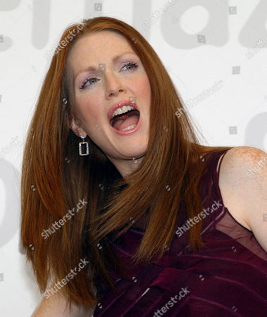 """MOORE Picture of actress Julienne Moore in Venice, Italy, . Julienne Moore won the """"Volpi Cup"""" as best actress at the 59th Venice Film Festival for her movie """"Far From Heaven"""