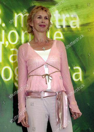 "STYLER U.S. actress Trudy Styler smiles during a photocall, at the Venice Lido, to present her movie ""Me without you"" in competition for the ""Cinema del presente"" section at the 58th Venice film festival"