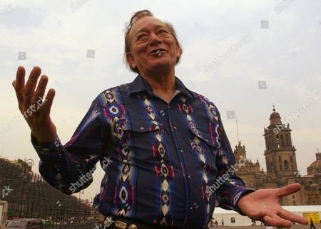 JIMENEZ Tex-mex accordion player Flaco Jimenez answers questions during a news conference at Zocalo Plaza, in Mexico City, to promote his two concerts with Colombian accordion player Celso Pina this weekend