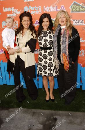 Joely Fischer, daughter Skylar, sister Tricia Leigh Fisher and mother Connie Stevens