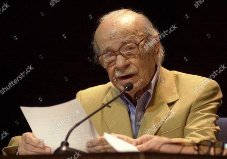 ERNESTO SABATO Argentine writer Ernesto Sabato delivers a speech at Teresa Careno theater in Caracas, Venezuela