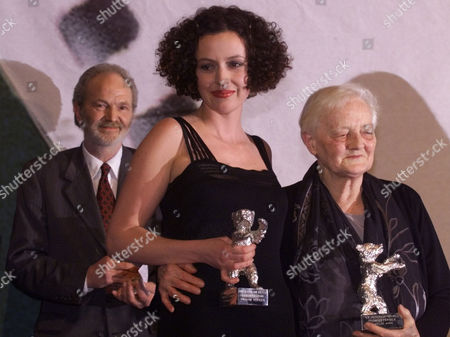 """SCHRADER GWISDEK HUST German actors Maria Schrader, center, and Michael Gwisdek, left, pose together with Lilly Wust, right, and their Silver Bear awards they received as best actors during the closing night of the 49th International Film Festival in Berlin Sunday night, . Lily Hust is the person whose life story is the subject of the film """"Aimee and Jaguar"""" and she took the award for the absent actress Juliane Koehler"""