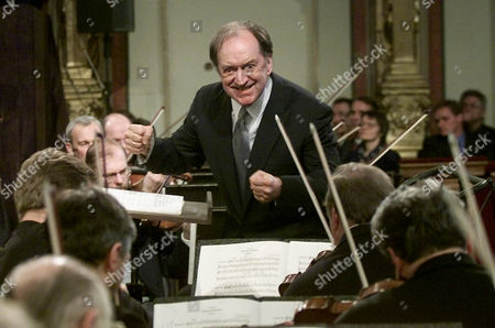 HARNONCOURT Austrian Conductor Nikolaus Harnoncourt conducts the Vienna Philharmonic Orchestra during a general rehearsal for the traditional New Years concert at Vienna's Musikverein