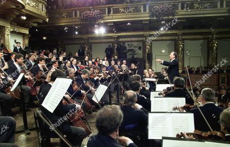 HARNONCOURT Austrian Conductor Nikolaus Harnoncourt, rear right, conducts the Vienna Philharmonic Orchestra during a general rehearsal for the traditional New Years concert at Vienna's Musikverein