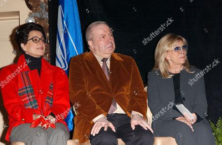 Tina Sinatra with Frank Sinatra Jnr and Nancy Sinatra