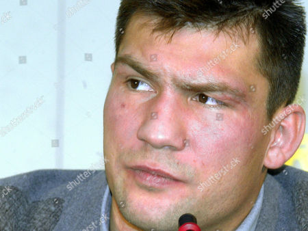MICHALCZEWSKI Portrait of German light-heavyweight boxchampion Dariusz Michalczewski during a news conference in Hanover, northern Germany on Thursday, January13, 2000. WBO-Champion Dariusz Michalczewski is challenged by German boxer Graciano Rocchigiani on April15 in Hanover