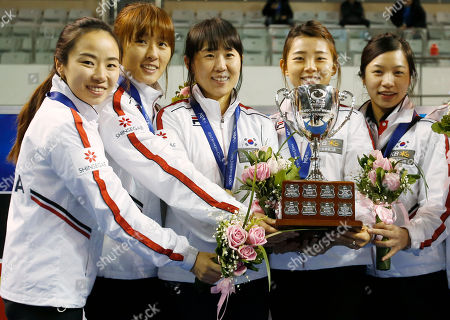 Kim Ji-sun, Gim Un-chi, Shin Mi-Sung, Lee Seul-bee, Um Min-ji South Korean players from left, Kim Ji-sun, Gim Un-chi, Shin Mi-Sung, Lee Seul-bee and Um Min-ji pose with the champion trophy during the award ceremony of the Pacific-Asia Curling Championships at the Fei Yang Skating Center in Shanghai, China