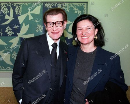 """SAINT-LAURENT PICASSO French fashion designer Yves Saint Laurent and Paloma Picasso, daughter of the famed painter, smile in front of the painting """"La Tristesse"""" (Sadness) by Henri Matisse during a private visit to the George Pompidou art center in Paris"""