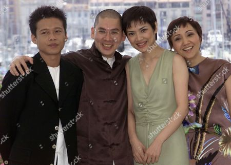 """TSAI CHEN LU Taiwanese director Tsai Ming-Liang, second left, poses with his Taiwanese actors Chen Shiang-Chyi, second right, Lu Yi-Ching and Lee Kang-Sheng, left, during a photocall at the Festival Palace in Cannes, France, . Tsai's film """"Ni Nei Pien Chi Tien (What time is it there?)"""" will be screened Thursday in competition at the 54th Cannes Film Festival"""