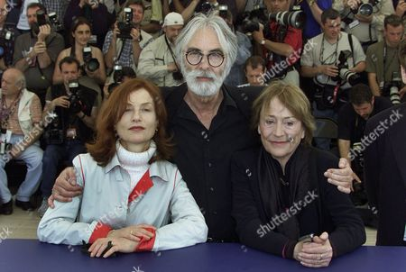 """HUPPERT GIRARDOT HANEKE French actresses Isabelle Huppert, left, and Annie Girardot, right, pose with Austrian director Michael Haneke, center, during a photocall for their film """"The Piano Teacher"""", which will be screened in competition at the 54th International Film Festival in Cannes, southern France"""