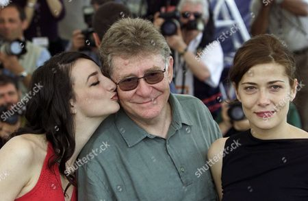"""OLMI CECCARELLI TENEKEDJIEVA Italian director Ermanno Olmi, center, poses with his actresses Italian Sandra Ceccarelli and Bulgarian Dessy Tenekedjieva, left, during a photocall for their film """"The Profession of Arms"""", which will be screened in competition at the 54th International Film Festival in Cannes, southern France"""