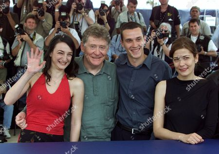 """HRISTO Italian director Ermanno Olmi, second from left, poses with his actresses Italian Sandra Ceccarelli, right, Bulgarian Dessy Tenekedjieva, left, and Bulgarian Hristo Jivkov during a photocall for their film """"The Profession of Arms"""", which will be screened in competition at the 54th International Film Festival in Cannes, southern France"""