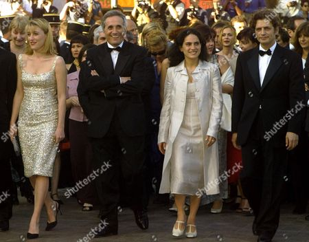 """Stock Photo of BENTIVOGLIO Italian director Marco Bellochio, second left, French actress Valeria Bruni, left, Italian actress Maya Sansa, second right, and Italian actor Fabrizio Bentivoglio, arrive for the screening of the film """"The Wet-Nurse,"""" which is in competition, at the 52nd Cannes Film Festival in Cannes, France"""