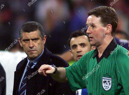 SANTOS DALLAS Disappointed coach Fernando Santos, left, from Oporto FC faces referee Hugh Dallas of Scotland after Oporto lost their 2nd. UEFA Champions League quarterfinal match FC Bayern Munich vs. Portuguese soccer club Oporto FC at the Munich Olympic Stadium on . The match ended 2-1