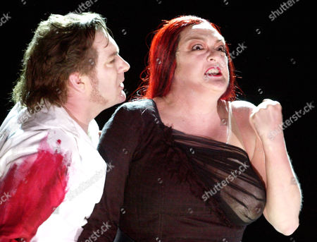 "GOETTERDAEMMERUNG' IBBOTSON GASTEEN Stephen Ibbotson in the role of ""Siegfried"", left, and Lisa Gasteen as ""Bruennhilde"", both from Australia, in a scene of the opera ""Goetterdaemmerung"" by German composer Richard Wagner during a dress rehearsal in the theater of Meiningen, eastern Germany, Friday evening, April 6, 2001. The premiere of the opera, one of four parts of the ""Ring"" opera cycle, is on . The entire ""Ring"" opera cycle by Richard Wagner and directed by Christine Mielitz, with all four parts staged on four consecutive evenings, will start in Meiningen on Godfriday, April 13, 2001, over the Easter weekend"
