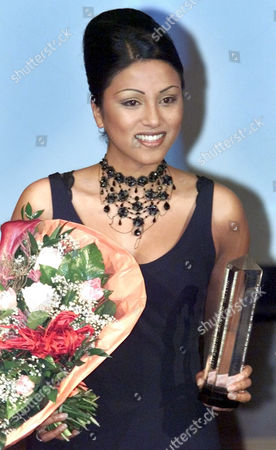 SETLUR German rapper Sabrina Setlur, the current girlfriend of former German tennis great Boris Becker, holds the 'Skyline' culture prize that was awarded to her in Frankfurt, Germany, Thursday night, Feb.15, 2001. The prize was awarded for the first time and is given to artists that contribute to the Frankfurt cultural scene