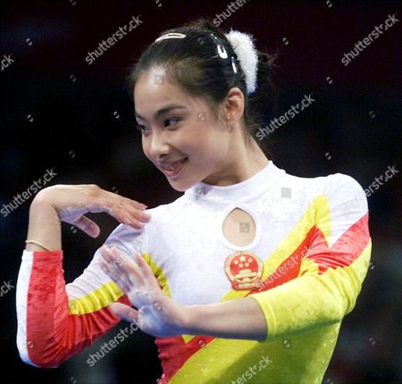 LIU Liu Xuan of China competes on the floor during the women's all-arounds at the 2000 Summer Olympic Games, in Sydney