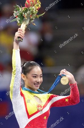 LIU Liu Xuan of China shows her gold medal for the balance beam during the gymnastics apparatus finals at the 2000 Summer Olympic Games in Sydney