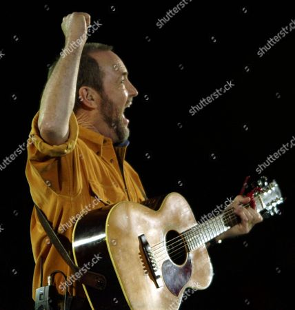 """WILLIAMSON Australian folk singer John Williamson sings """"Waltzing Matilda"""" at the conclusion of the 2000 Summer Olympic Games Opening Ceremony pre-show in Sydney"""