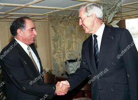 CONDON ZIA General Tauqir Zia, left, chairman Pakistan Cricket Board (PCB) shakes hands with Paul Condon, chief of International Cricket Council's Anti-Corruption unit, at the PCB headquarters in Lahore, . Pakistan appointed a senior judge to probe the national team's two defeats in the 1999 World Cup after an international report on matchfixing urged tough actions to curb betting. Condon is on a three-day visit to meet cricket officials