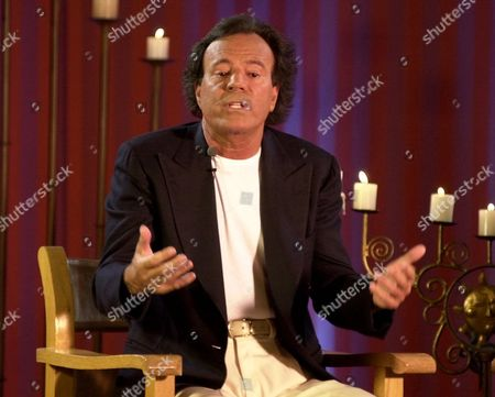 IGLESIAS Spanish singer Julio Iglesias answers questions during a press conference to present his new album Noche de Cuatro Lunas, Night of Four Moons in Mexico City in this July 17, 2000, photo. The 57-year-old singer's longtime girlfriend, Miranda Rijnsburger, gave birth, at Mount Sinai Medical Center to twin daughters, Victoria and Cristina. The mother and daughters are doing well, Iglesias' spokeswoman said
