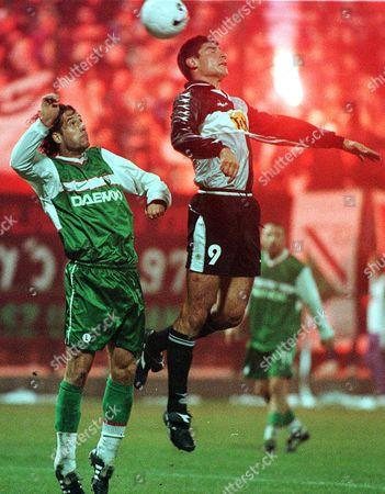 CZERESZEWSKI SOSA Udinese's Roberto Sosa, right, and Legia's Sylwester Czereszewski jump for the ball during the second leg second round UEFA cup soccer match Poland's Legia Warszawa vs Italy's Udinese Calcio in Warsaw Thursday Nov. 4,1999