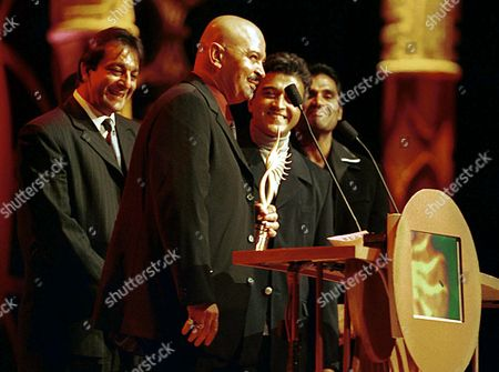 "ROSHAN Director Rakesh Roshan acknowledges receiving the best picture award for ""Kaho Naa Pyar Hai,"" at the International Indian Film Academy Awards held, at the Superbowl in Sun City, South Africa. Roshan also recieved the ""Best Director"" Award for the same film"