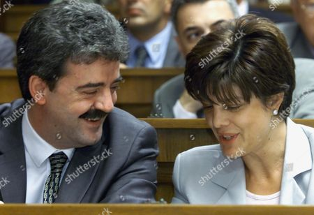 """GOJKOVIC Yugoslav Prime Minister Momir Bulatovic, left, involved in relaxed discussion with Maja Gojkovic, a deputy from the Ultranationalist Radical Party, in the Yugoslav federal parliament, . The parliament failed on Friday to deliberate a draft anti-terrorism law, after the Radicals demanded that the proposal needed more """"tuning"""" and returned it to the cabinet for a rewrite, signalling a rift amog President Slobodan Milosevic's allies"""